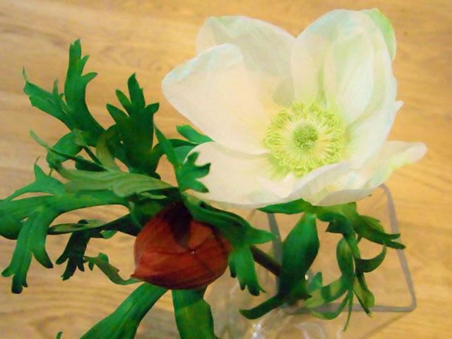 佐賀香緒里先生による、お花のレッスンを開催します。